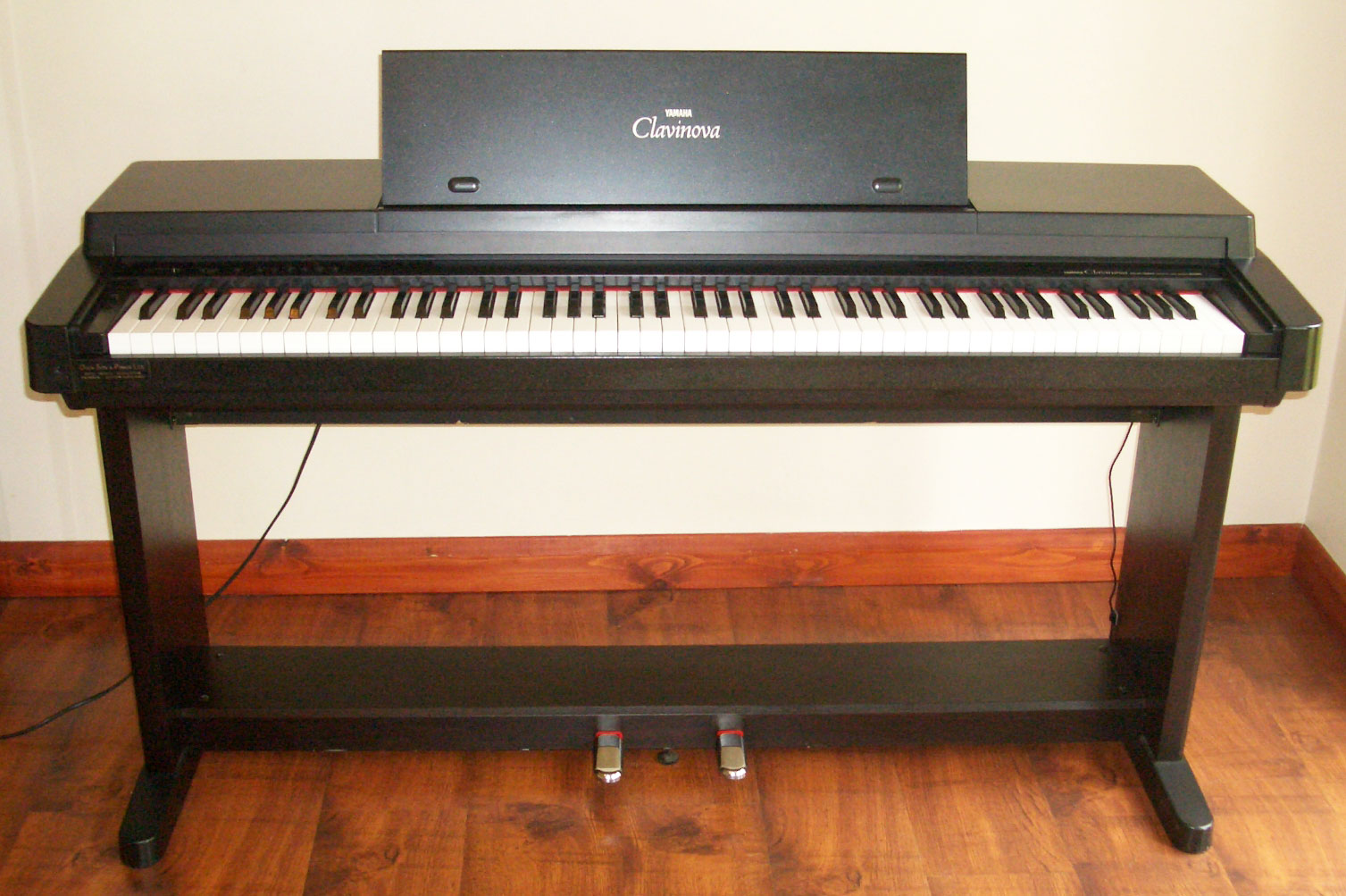 wanted yamaha keyboard forth childrens theatre. Black Bedroom Furniture Sets. Home Design Ideas